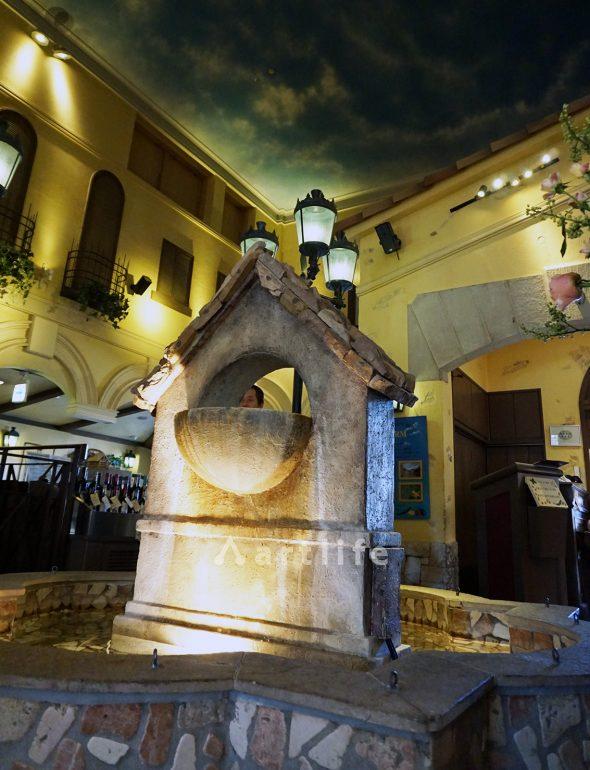 イタリアンレストラン 噴水(FRP製)と天井画